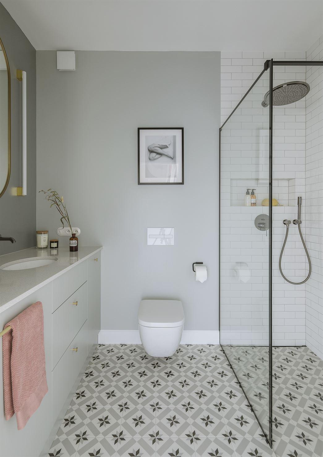 Projekt nowoczesnej łazienki w mieszkaniu w Warszawie