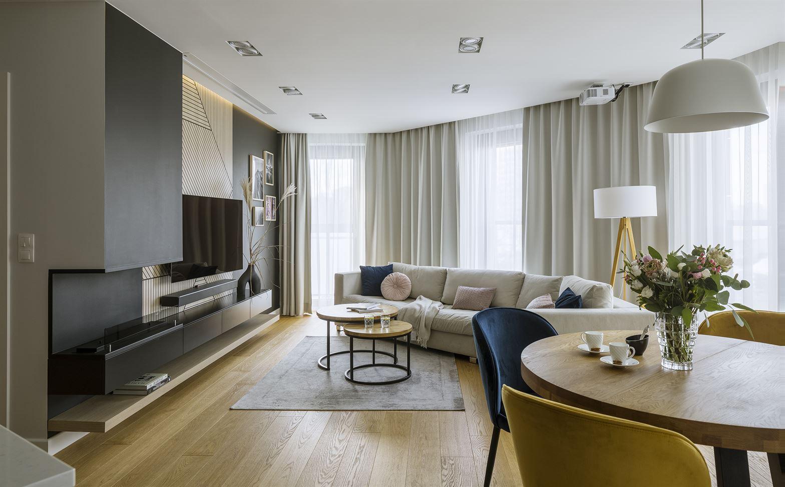 Projekt dużego salonu w mieszkaniu w Warszawie