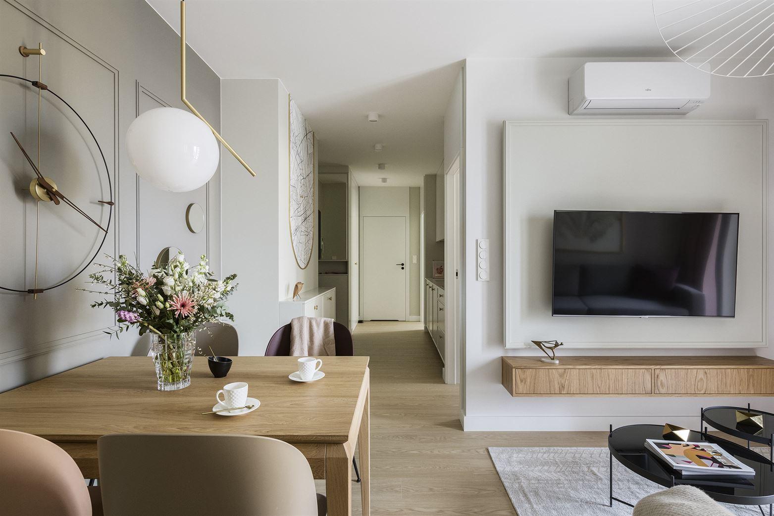Projekt eleganckiego salonu w Warszawie