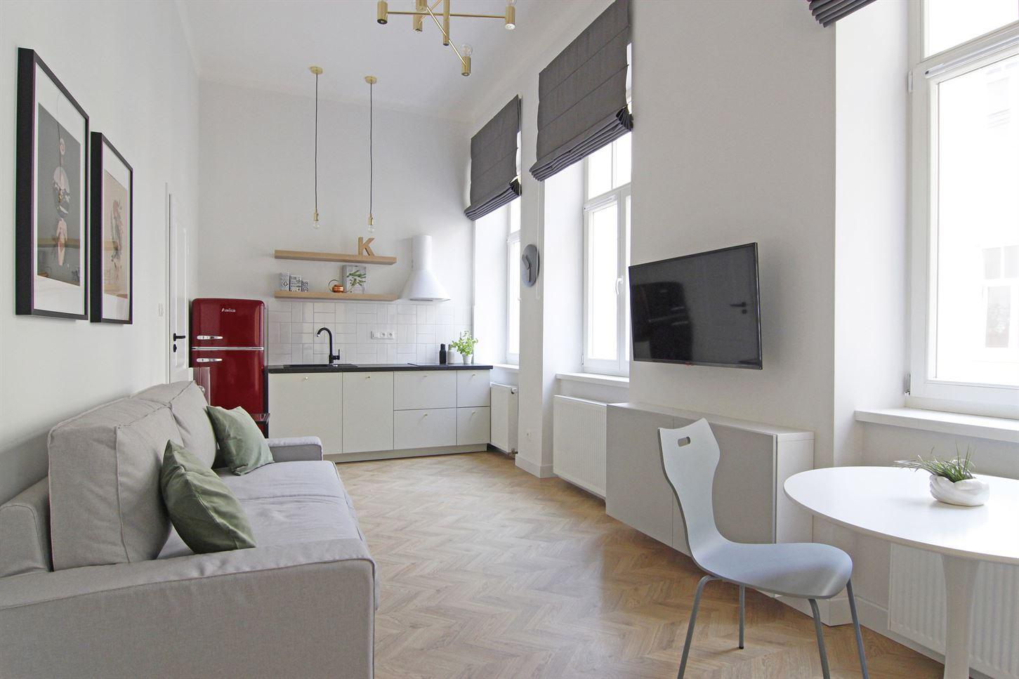 Projekt jasnego salonu w Warszawie
