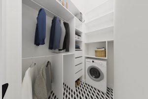 Projekt jasnej garderoby w mieszkaniu w Warszawie