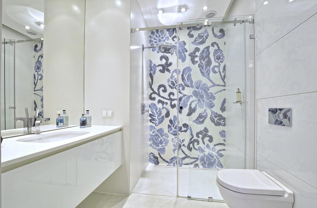 Home staging jasnej łazienki w apartamencie w Warszawie