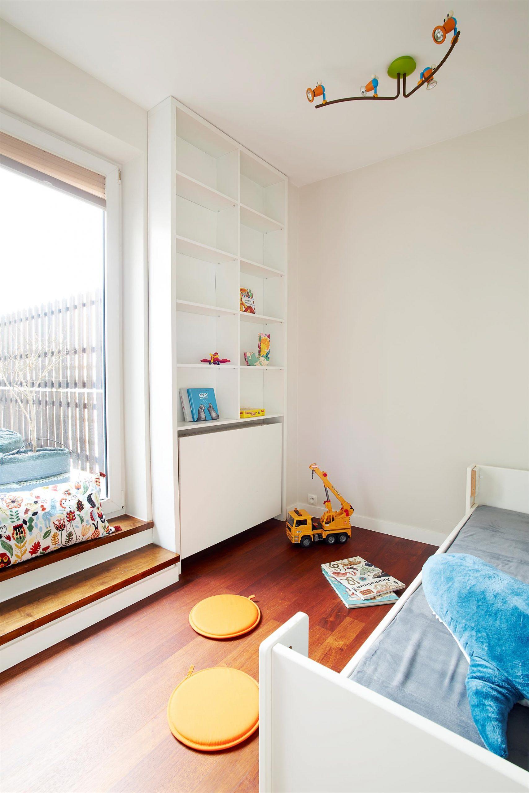 Home staging jasnego pokoju dziecka w Warszawie