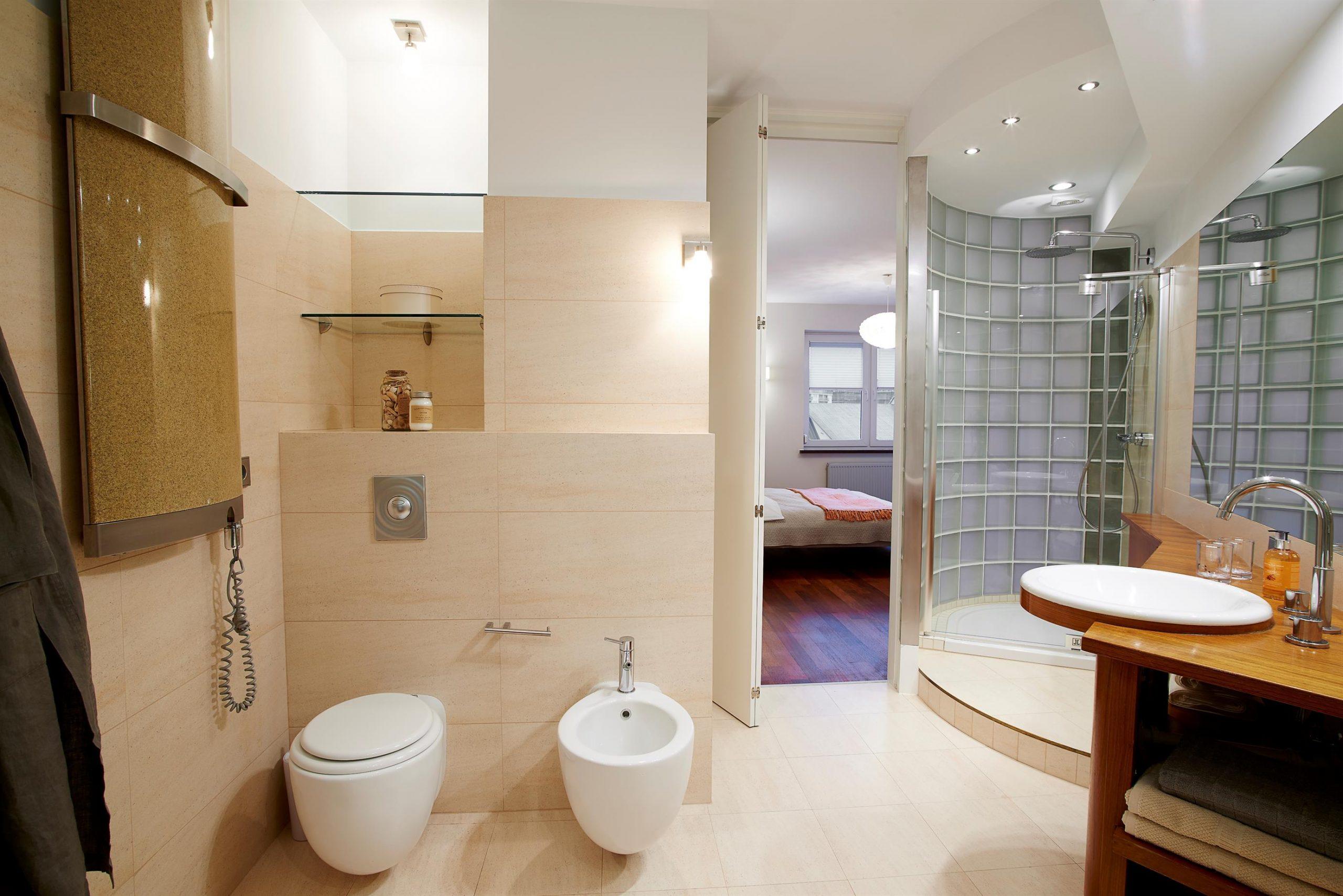 Home staging dużej łazienki w Warszawie