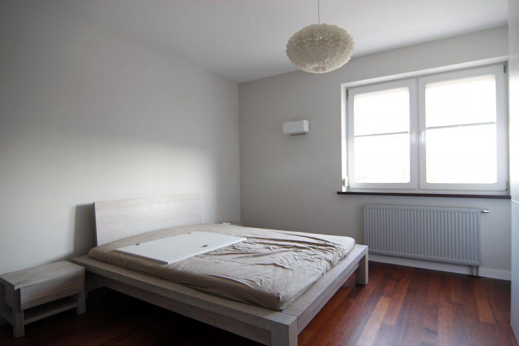 Sypialnia przed home stagingiem w Warszawie
