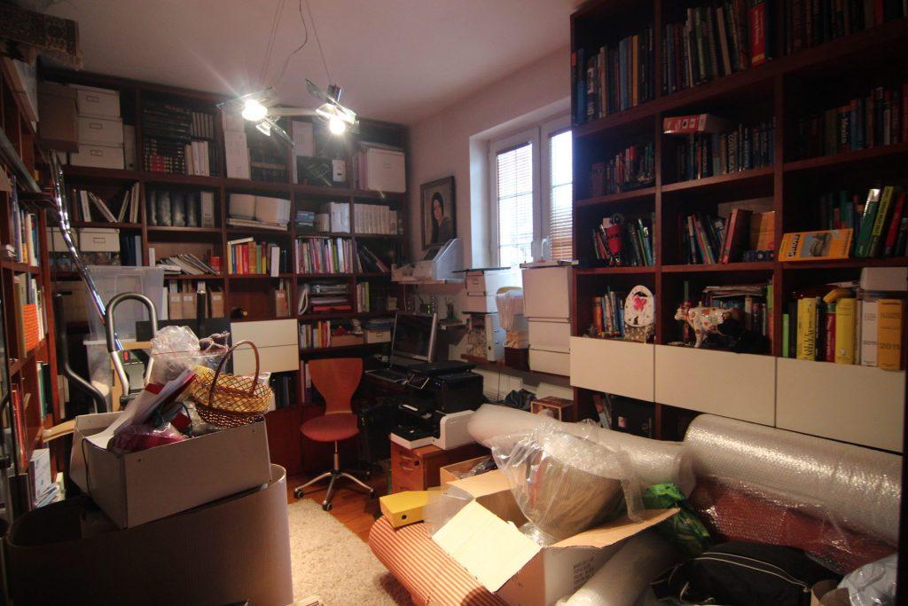 Gabinet w domu przed home stagingiem w Warszawie