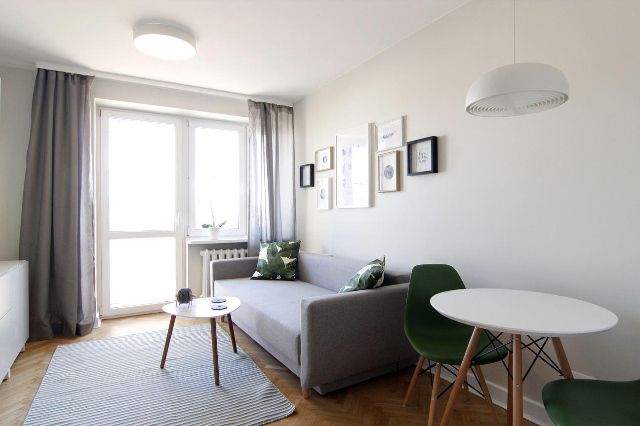Home staging salonu w mieszkaniu w Warszawie