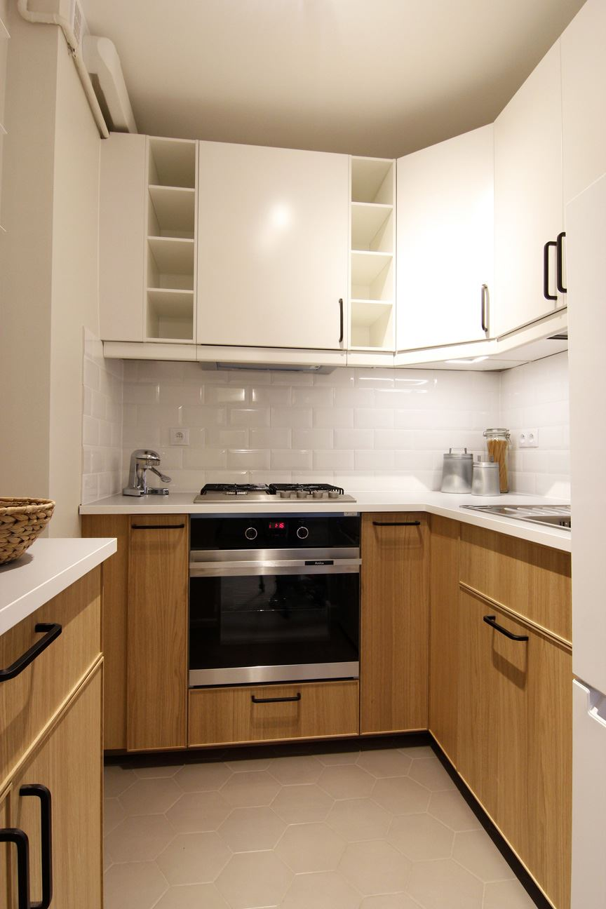Home staging jasnej kuchni w mieszkaniu w Warszawie
