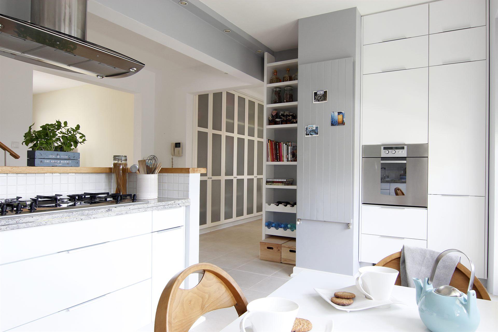 Home staging kuchni w mieszkaniu w Warszawie