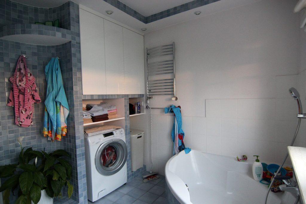 Łazienka w mieszkaniu przed home stagingiem w Warszawie