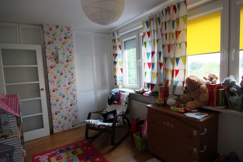 Pokój dziewczynek w mieszkaniu przed home stagingiem w Warszawie
