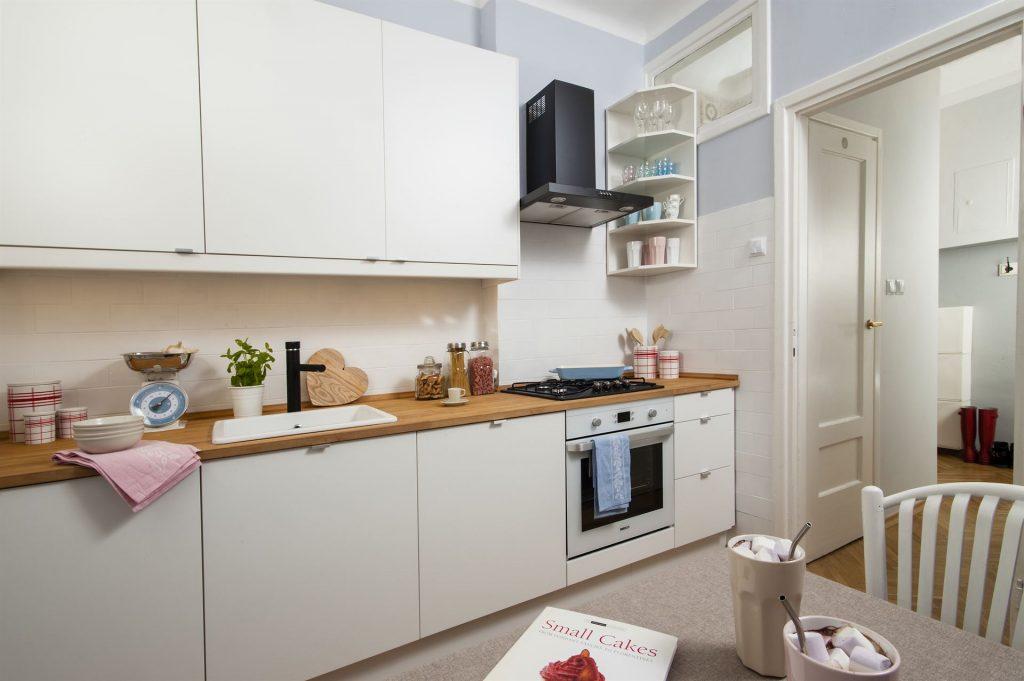 Home staging skandynawskiej kuchni w mieszkaniu w Warszawie
