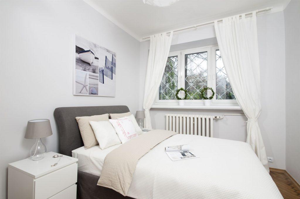 Home staging skandynawskiej sypialni w mieszkaniu w Warszawie