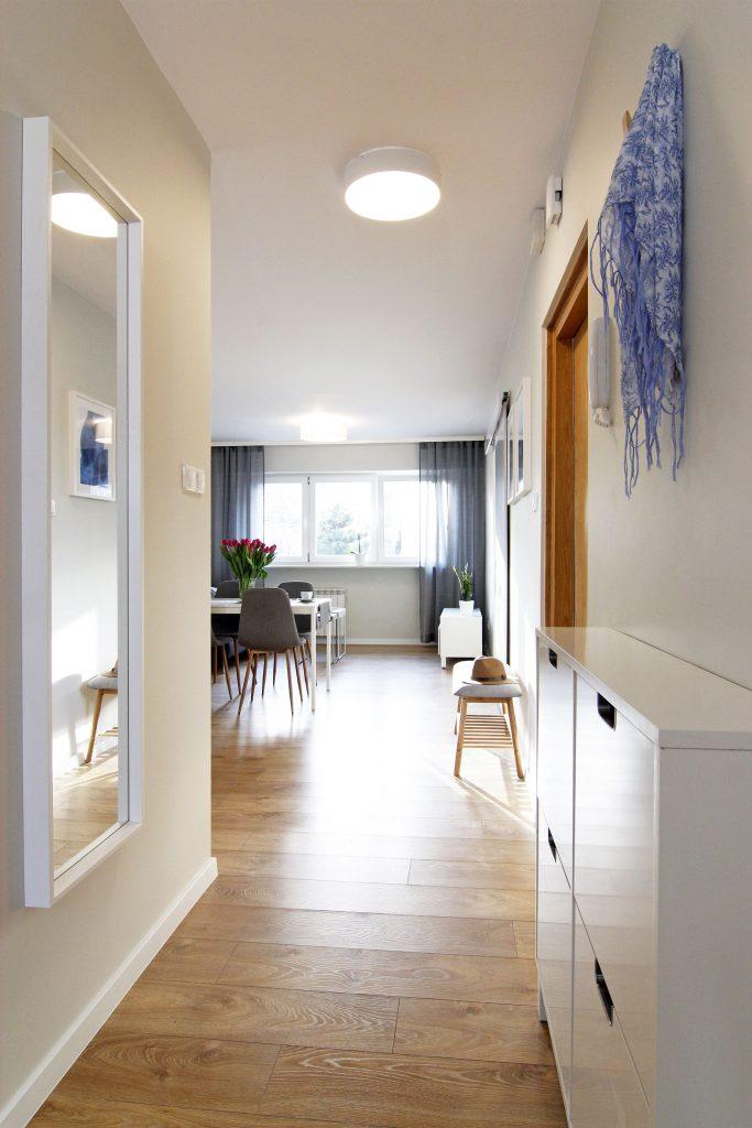Home staging przedpokoju w mieszkaniu w Warszawie