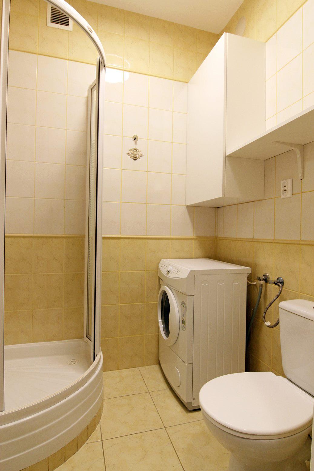Home staging łazienki w mikroapartamencie w Warszawie